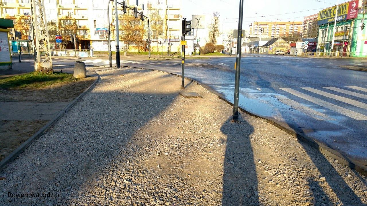 Południowo-zachodni narożnik skrzyżowania z ul. Paderewskiego