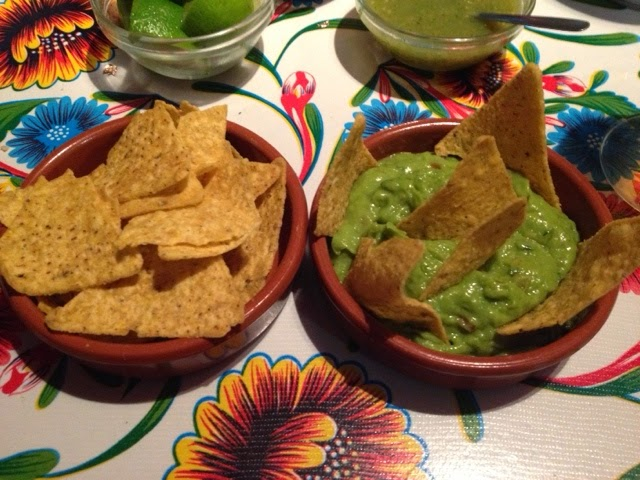 Totopos con guacamole