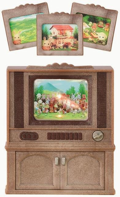 Tivi màu với ba màn hình trông giống như những bức tranh