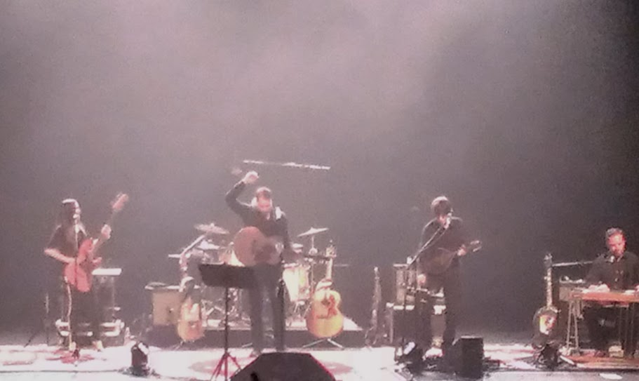 IMAG4797 Amos Lee Keeps It Loose, Keeps It Tight and Real at Ruth Eckerd Hall