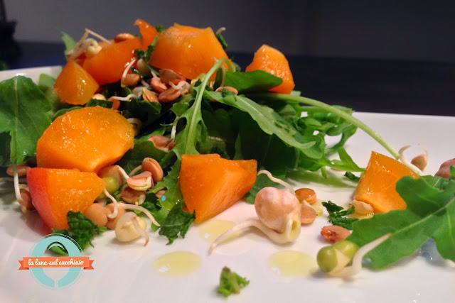 insalatina di albicocche e legumi germogliati