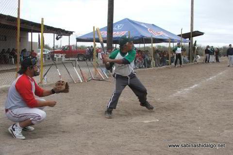 Alberto Esquivel de Perrones en el softbol del Club Sertoma