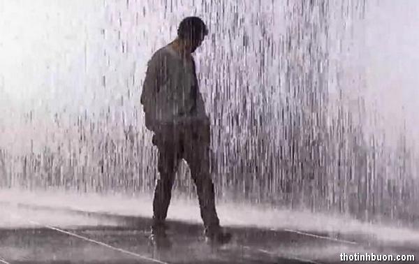 Thơ một mình bước dưới mưa, thơ nhớ người ấy trong Mưa buồn