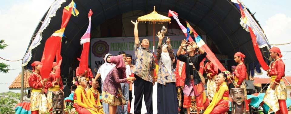 pelepasan siswa kelas 12 tahun 2012 seremoni pelepasan burung dara
