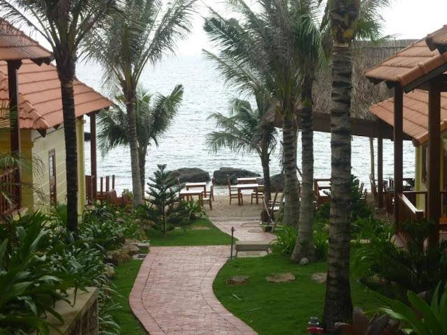 Free Beach Resort Phú Quốc tuyển dụng Lễ tân Khách sạn