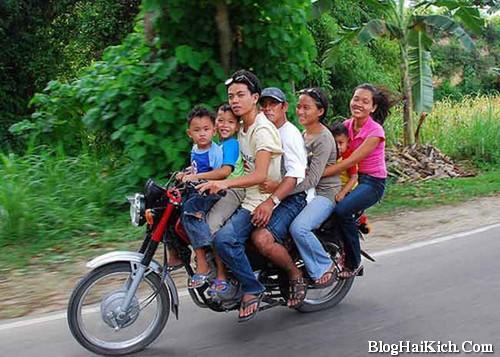 Ảnh chế nhiều người đi trên 1 xe