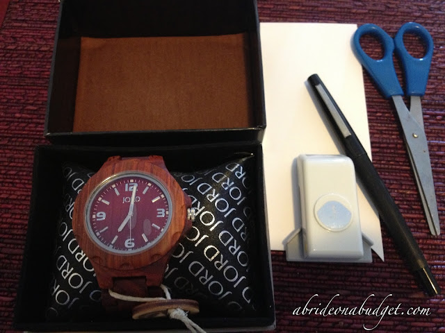 Are you getting your groom a wedding gift, but can't come up with a good idea? This watch and DIY insert from www.abrideonabudget.com are PERFECT!