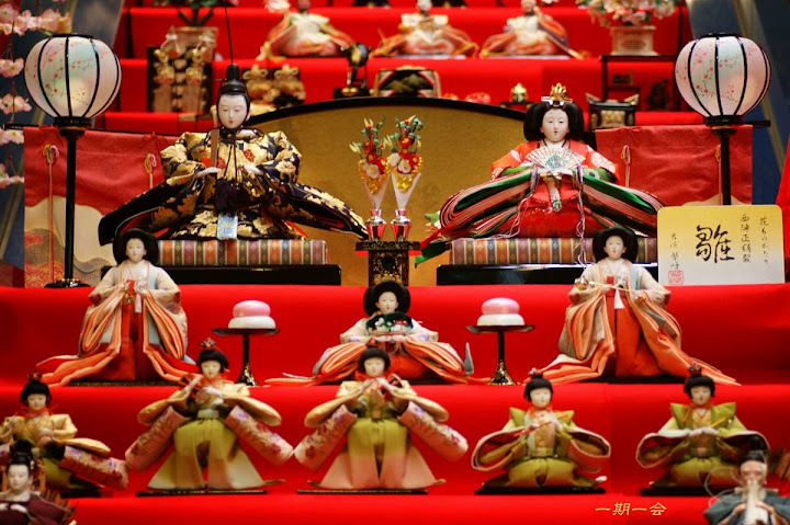 hinakazari doll display in hinamatsuri festival