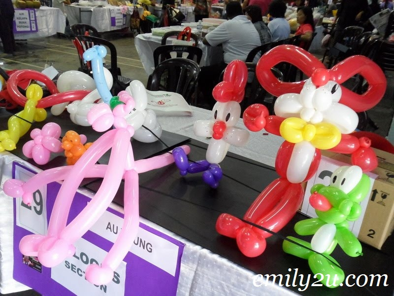 bugs bunny balloon sculpture