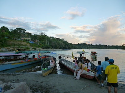 Volunteers at the Puerto Misahualli