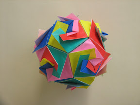 Dodecahedron by Silvana Mamino. Instructions: http://www.modulandia.it/modelli_dod.htm