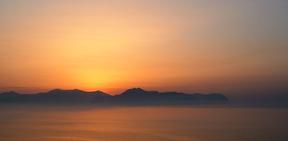 Sizilien - Sonnenuntergang über dem Golf von Palermo.