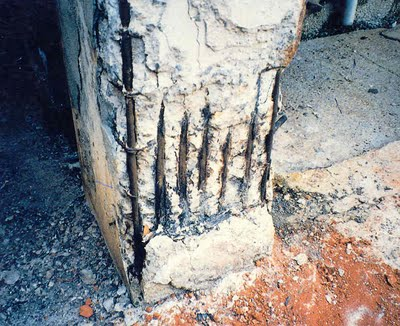 Peça de concreto com elevada corrosão de armaduras.