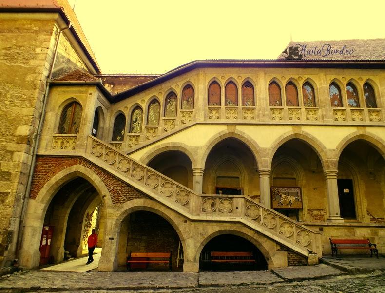 curte castel hunedoara noiembrie 2013