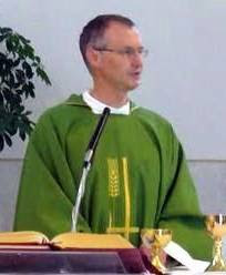 don Cristiano Carraro, parroco di Calvecchia-Fiorentina