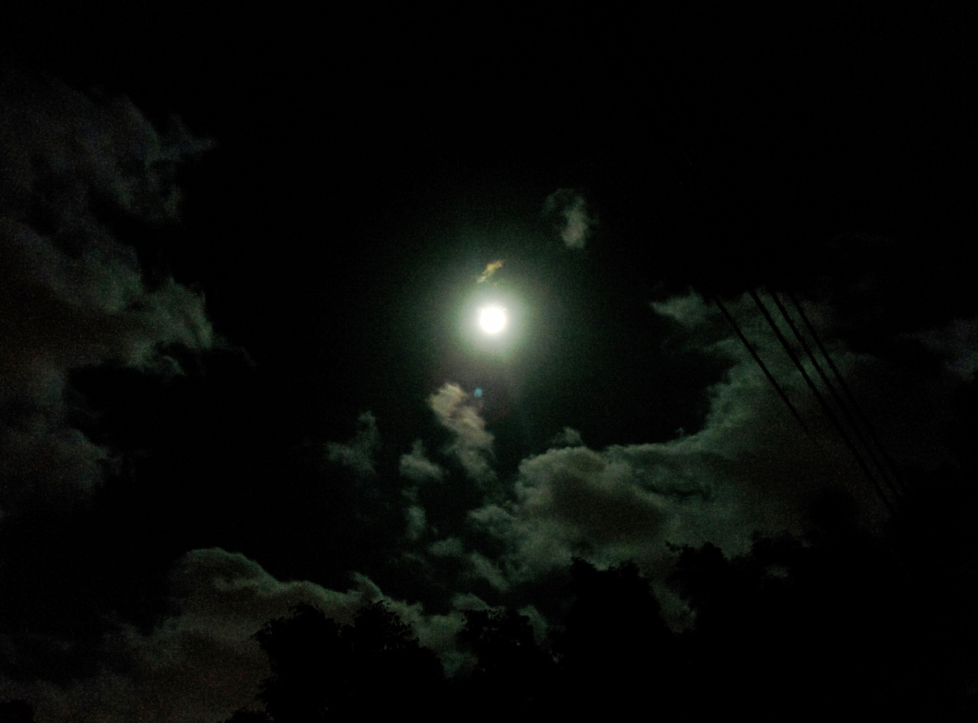 My mobile camera doesn't capture how pretty. Supermoon from #Cyprus http://en.wikipedia.org/wiki/Supermoon A supermoon is the coincidence of a full