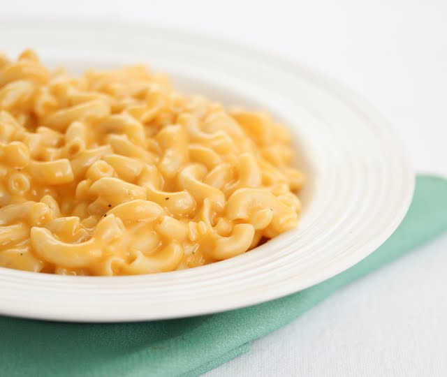 close-up photo of a bowl of macaroni and cheese