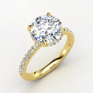 Beautiful Round Diamond Yellow Gold Ring