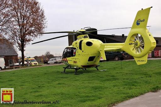traumahelikopter landt in overloon 21-11-2012 (13).JPG