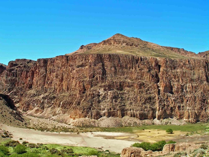 Cañadon del Rio Pinturas y Cueva de las Manos