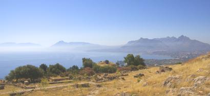 Sizilien - Blick von der archäologischen Ausgrabungsstätte Solunto auf das Mittelmeer