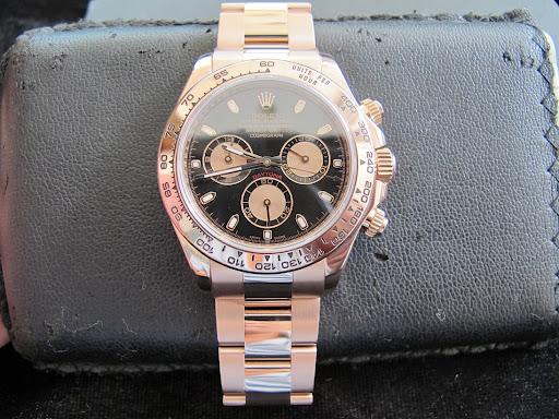 Bán đồng hồ rolex daytona 6 số 116505 – dây vàng hồng 18k – sản xuất 2012 – Mặt đen