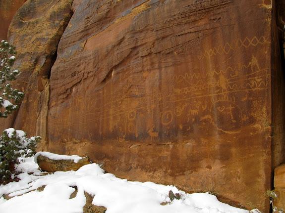 Large petroglyph panel