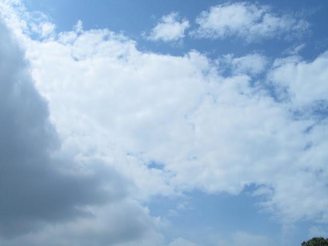 蓝天白云和乌云