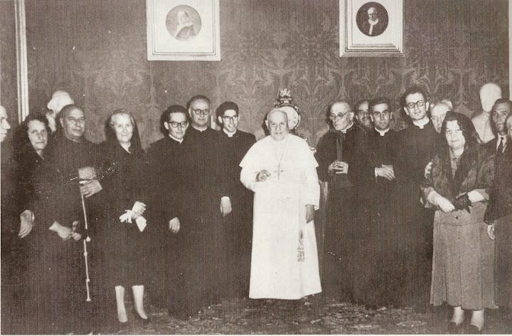 Papa Giovanni XXIII accoglie in visita privata mons. Saretta