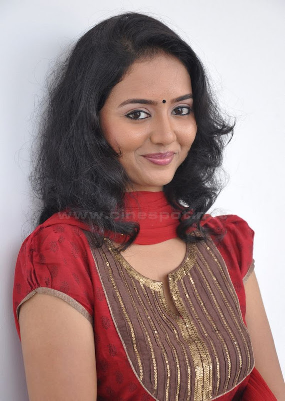 Actress Virundali Dhyana biography and Photos hot images