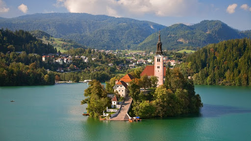 Assumption of Mary Pilgrimage Church, Bled Lake, Slovenia.jpg