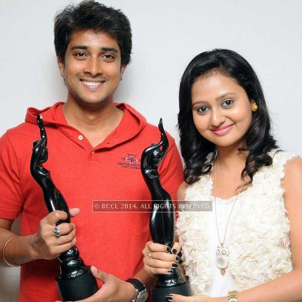 Prem and Amluya with their awards at the press meet of Male in Bangalore.