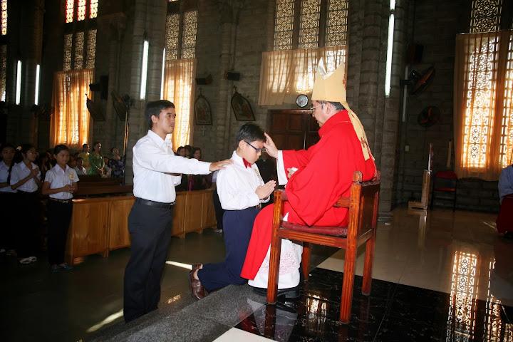 Thánh lễ ban Bí Tích Thêm Sức cho các em ở Giáo xứ Chánh Tòa