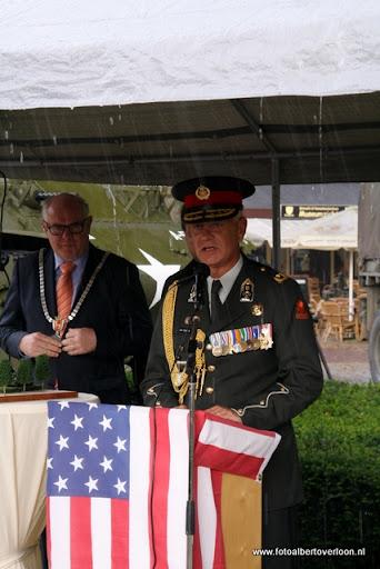 OVERLOON 08-10-2011 Officiële tankoverdracht  (45).JPG