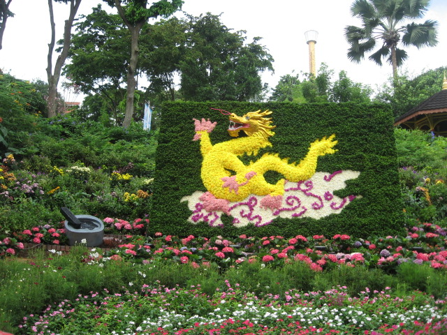 画龙点睛Huà Lóng Diǎn Jīng, to add eyes to the picture of a dragon