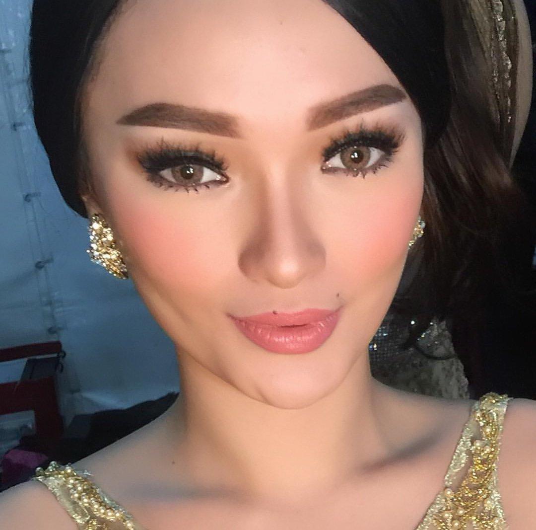 Zaskia Gotik | Penampilan Kostum Dangdut Terbaik IDA2016 [image by @ItikersOfficial]