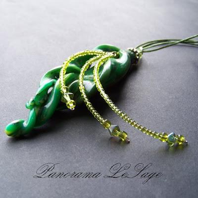 wisior z masy polimerowej fimo naszyjnik biżuteria kwiatowy polymer clay Panorama LeSage modelina okrągły wzorzysty