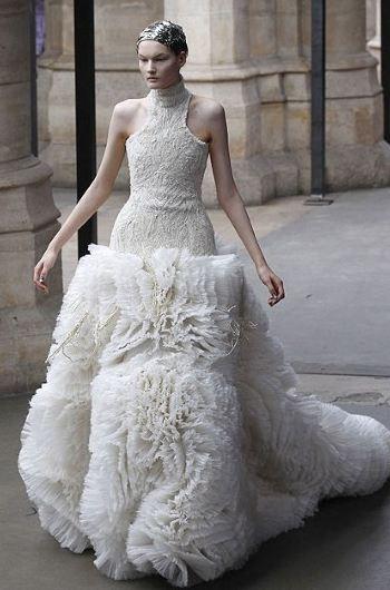 Jasmanique blog wedding inspiration alexander mcqueen for Sarah burton wedding dresses official website