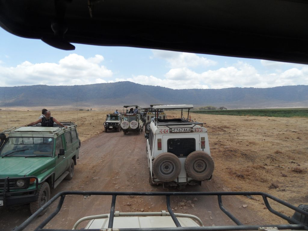 Ngorongoro'da Land Cruiser Trafiği