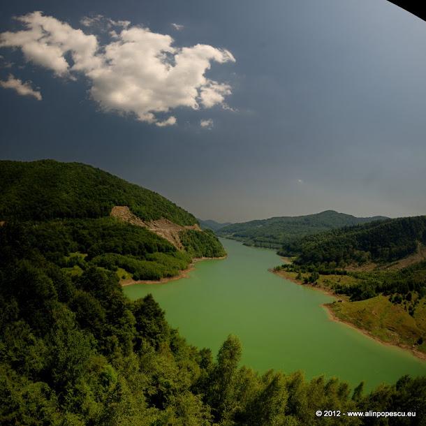 Lacul Siriu, Barajul Nehoiu