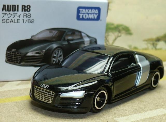 Ô tô Audi R8 màu đen có thiết kế chắc chắn, an toàn cho trẻ nhỏ
