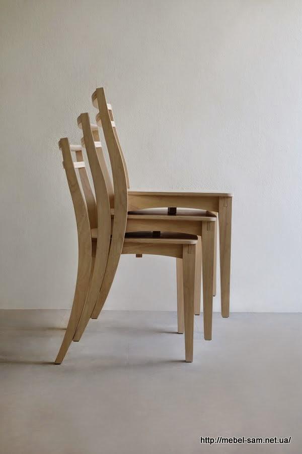 Так как крышка стула чуть уже - фанерные стулья легко вкладываются друг в друга