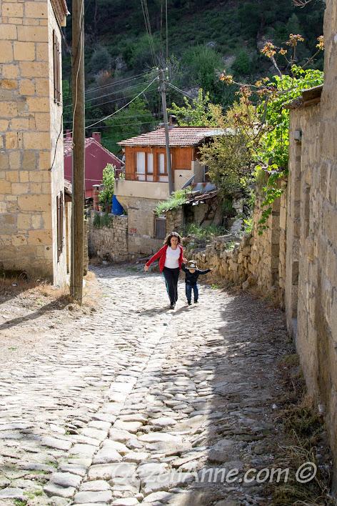 Yeşilyurt'un taş sokaklarında