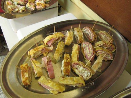 Krokante omelet op prikkertjes