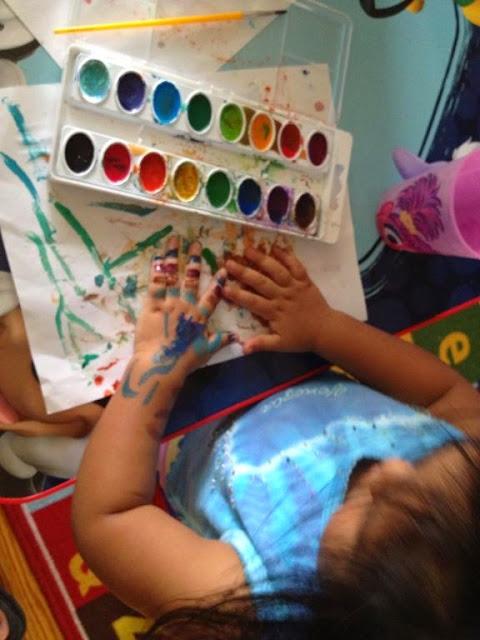 Sản phẩm 16 màu nước dạng vỉ Crayola Washable Water Colors tẩy rửa được làm từ nguyên liệu có sẵn trong thiên nhiên nhiên nên tuyệt đối an toàn