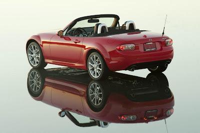 Mazda_Miata-MX5_2011_Rear_Angle_02_1920x1280