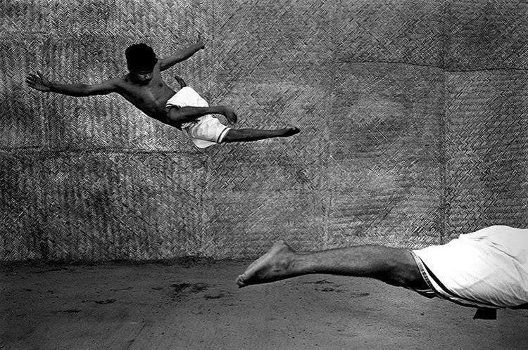сред най-известните му снимки са на живорни, спортисти, монаси от Шаолин