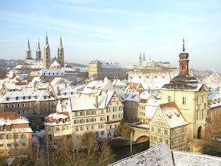 In Schnee gehüllt zeigt der Bamberger Dom mit den weiteren Attrkationen der Bergstadt eine ganz besondere Atmosphäre