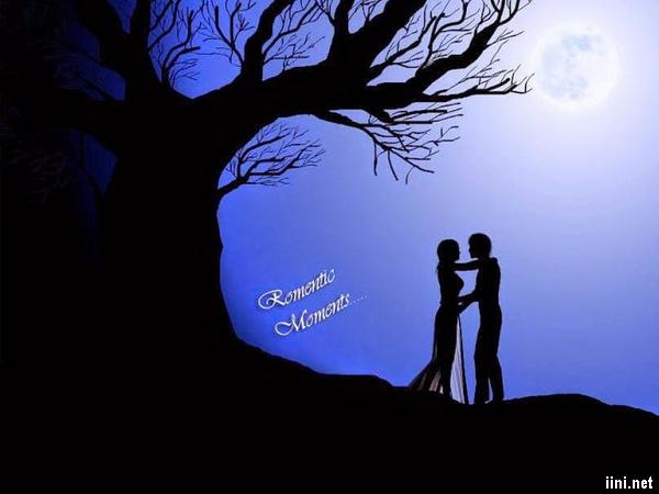 ảnh hôn nhau dưới ánh trăng lãng mạn