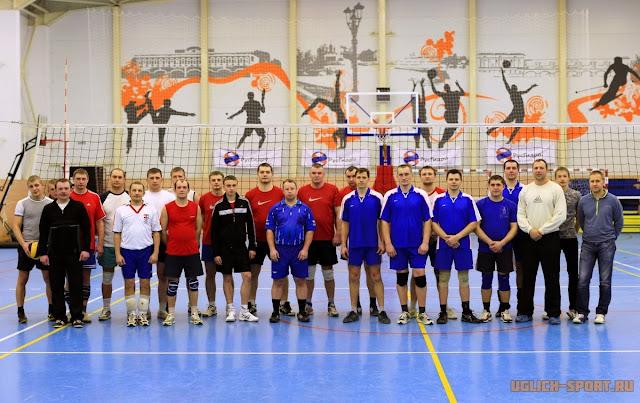 Мужские команды на Рождественском Кубке по волейболу 2014 в Угличе